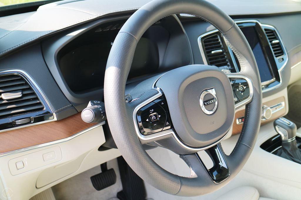 Volvo-XC90-Testbericht-Familienautotest-Lenkrad