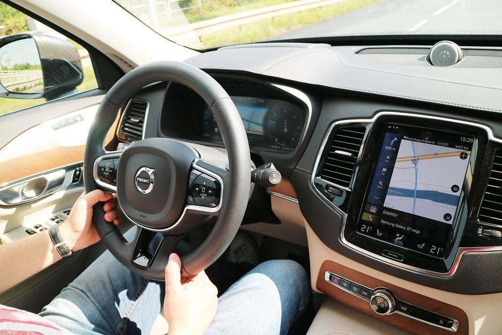 Kullakeks-Volvo-XC90-Testbericht-Familienautotest-Navigation