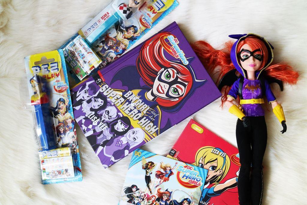 Weihnachtliche Geschenkideen mit Warner Bros DC Super Hero Girls Fanpaket Verlosung