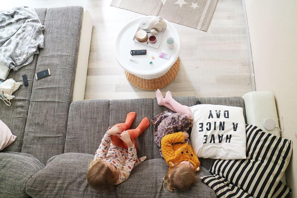 Kinder Fernsehen Sofa