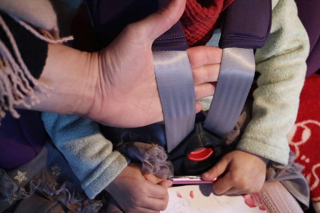 Ratgeber - Winterjacke im Kindersitz - Gurtspiel