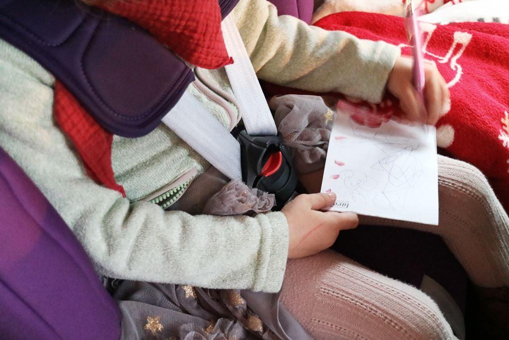 Ohne Winterjacke im Kindersitz - Fleecejacke