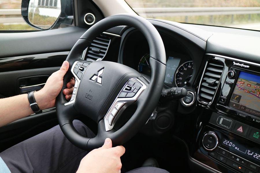 Kullakeks - Familienautotest - Mitsubishi - Outlander - Fahrer