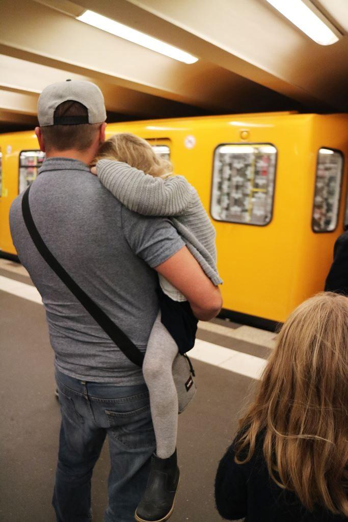 Kullakeks - Berlin - Familienwochenende - müdes Kind