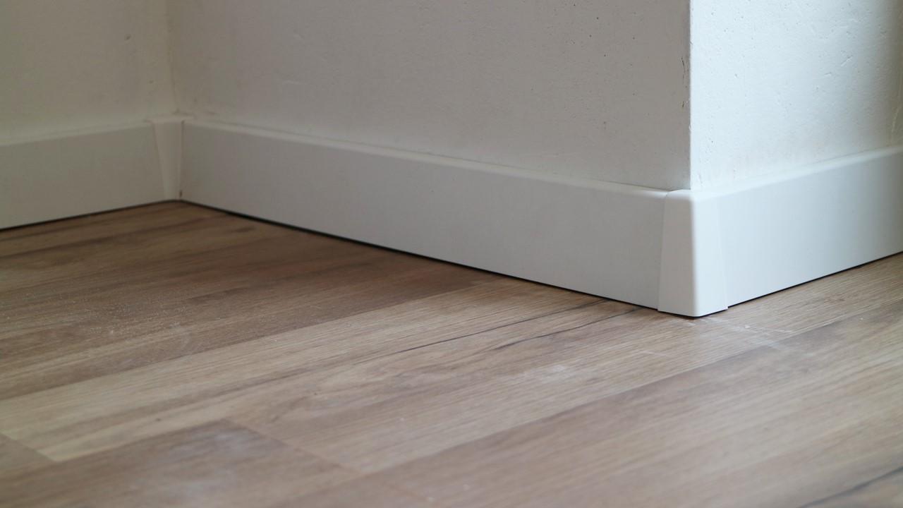 Kullakeks - Schlafzimmer - Fußboden -Fußleiste - Logoclic - Endergebniss