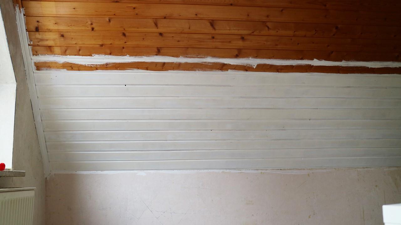 Kullakeks - Schlafzimmer - Holzvertäfelung - Dulux - erster Anstrich