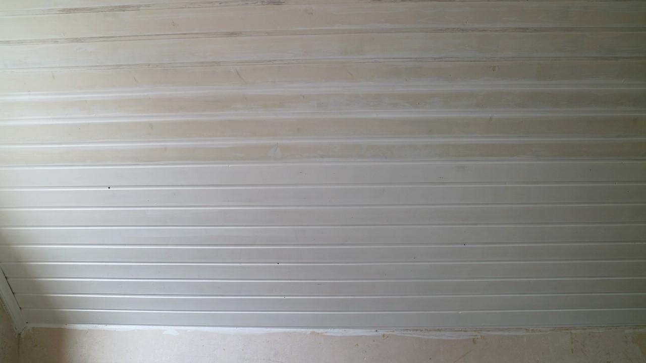 Kullakeks - Schlafzimmer - Holzvertäfelung - Dulux - zweiter Anstrich